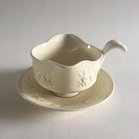 1940年代 イギリス製 パリッシー窯 ソーサー付きソース・ポット フルーツレリーフ クリーム色