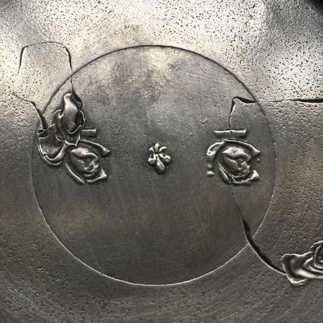 薔薇の刻印 フルール・ド・リス モチーフ エタン製 薬局瓶