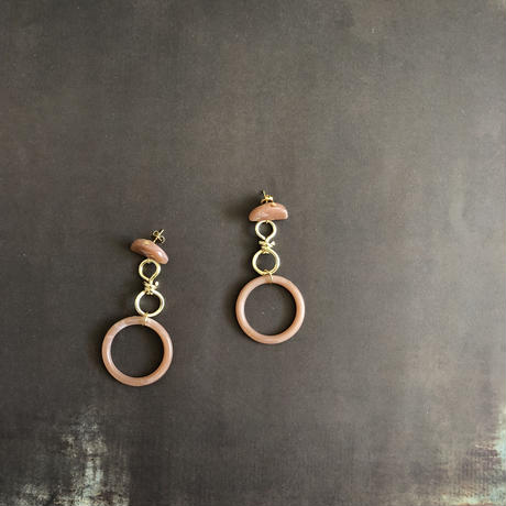 pinkbeige marble circle pierce