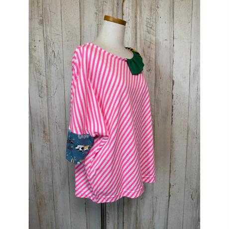 MORIyumi.首フリルワイドTシャツ(ピンクストライプ×グリーン).1593
