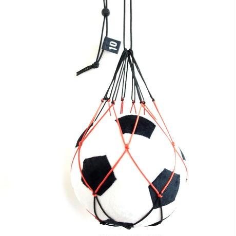 【幼児向け】リフティングが上手くなるボールネット(ブラック×オレンジレッド)と ふわふわサッカーボールクッションのセット