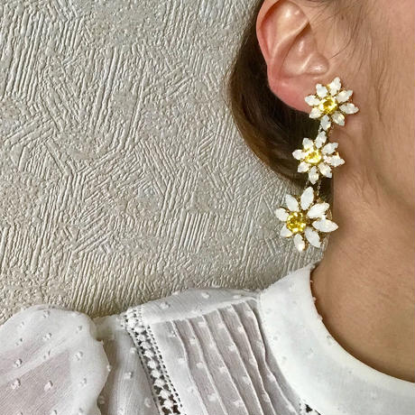 【ご予約】Exclusive  Line Blooming DAISY White イヤリング/ピアス