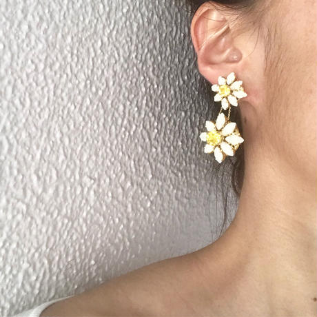 【ご予約】Exclusive Line Blooming DAISY  Petite White イヤリング/ピアス