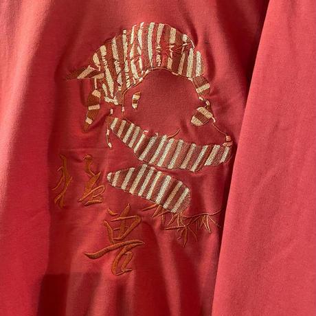 よく見るとでっかく笹食いパンダさんが刺繍してあるチャイナトップス