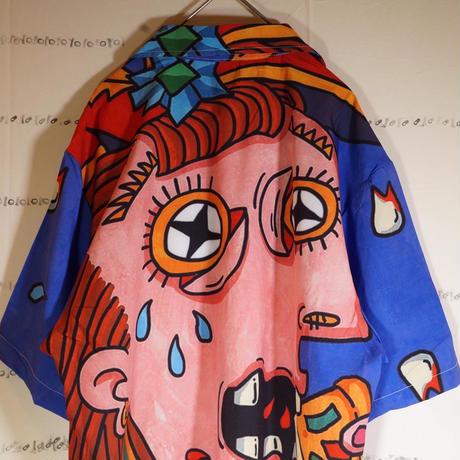 ボロボロの歯でピザを食べながら泣く女シャツ