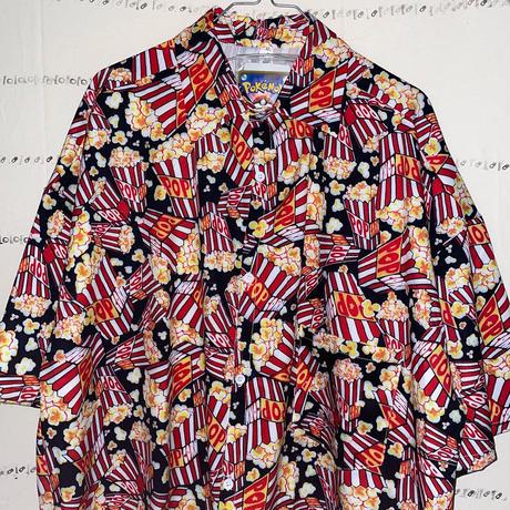 ポップコーンまみれな超POPな総柄シャツ