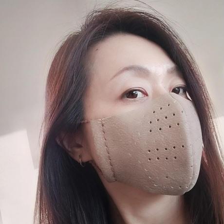 上品アイボリー イタリア製革マスク 二重マスク用にも。お洒落なアイテムに!