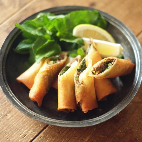燻製したダチョウ肉とオレンジミントの春巻き(4本)/モコメシ