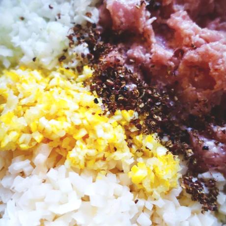 鶏と蓮根の柚子餃子(10個)/ヤスダ屋