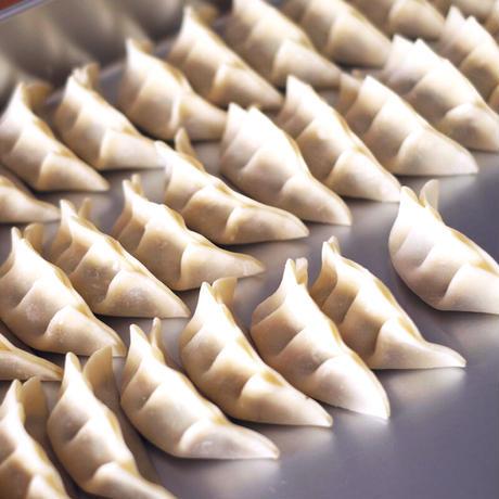 小沢家伝統の豚肉と白菜の焼餃子(20個)/モコメシ