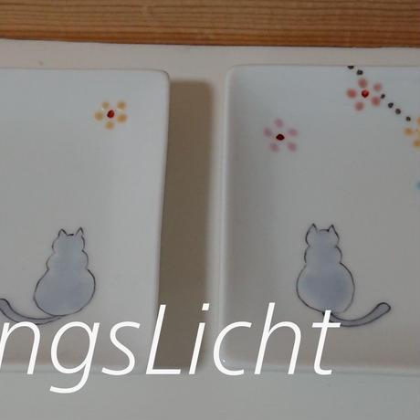 手描き猫と小花の小皿 2枚組