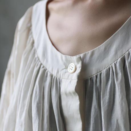 cavane キャヴァネ /  Buttoned open blouseブラウス  / ca-21057