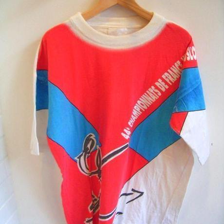 ヨーロッパ古着白地赤青柄Tシャツ