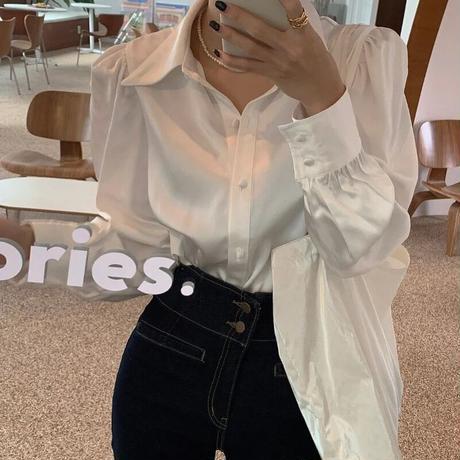サテンシャツ