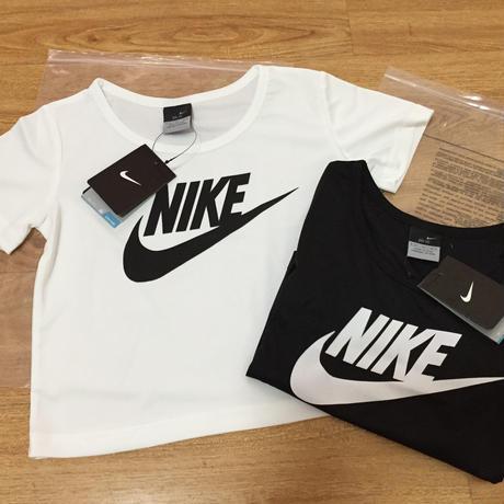 再入荷 Nikeへそ出しTシャツ ナイキTシャツ 大人気