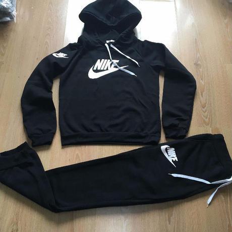 再入荷 裏起毛 ナイキ風上下セット 部屋着 Nike好きに 運動 レディース スウェット  シンプル ウィメンズファッション 美品 カジュアル