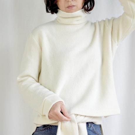 Over size turtle neck knit