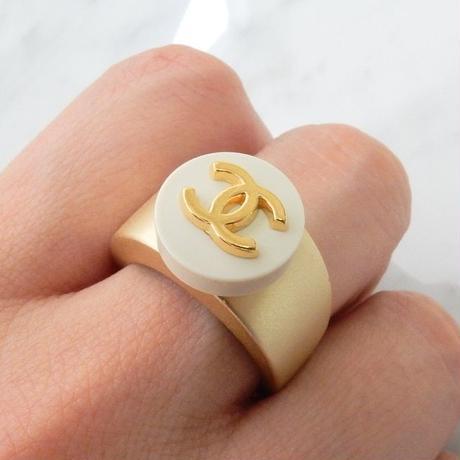 ヴィンテージCHANELボタン シャネル ココマーク 12mm ホワイト×ゴールドボタン 指輪 #12号 リングパーツ付き (c-2)
