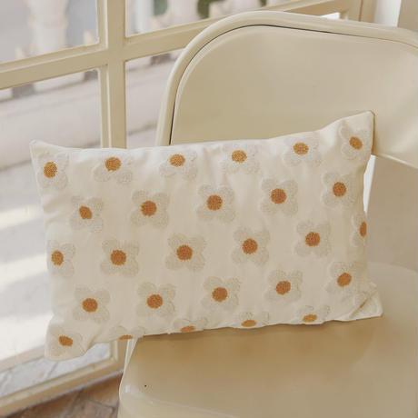 デイジーの刺繍の枕カバー