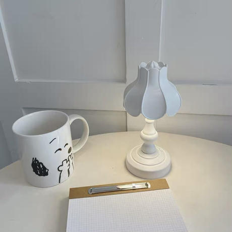 白いミニアンティークランプ