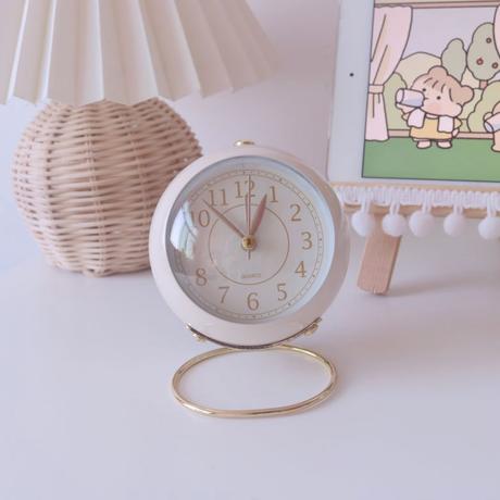 パステルカラーの丸い時計