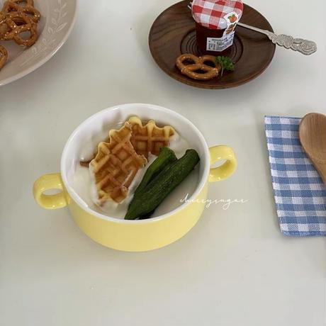 パステルカラーのスープボウル