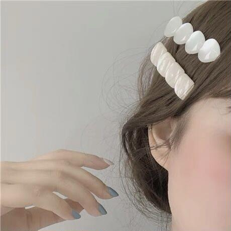 ホワイトシェルのヘアピンセット