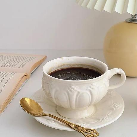 白いビンテージフラワーのカップ&ソーサー