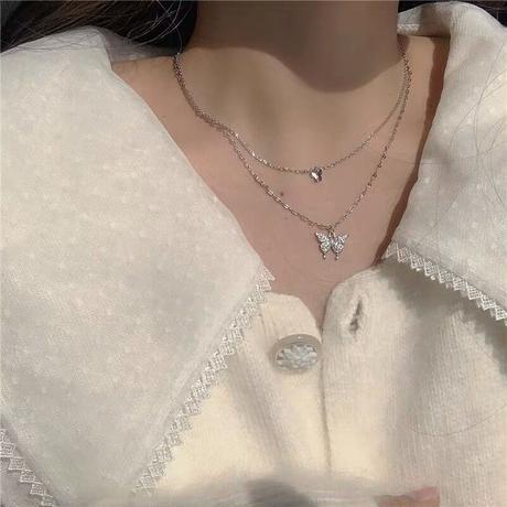 二つの蝶々のネックレス