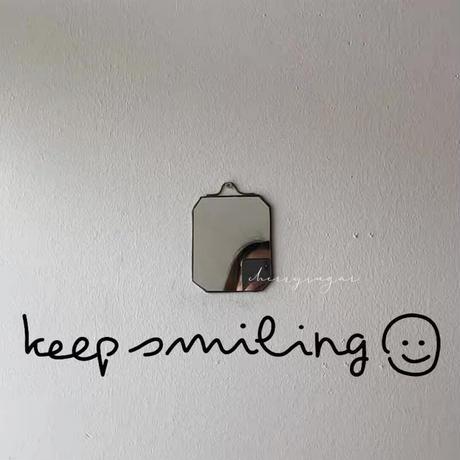 """ウォールステッカー""""keep smiling"""""""