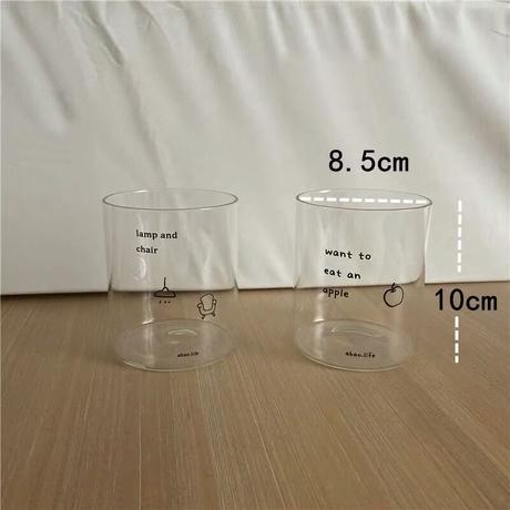 英字とワンポイントデザインのグラス