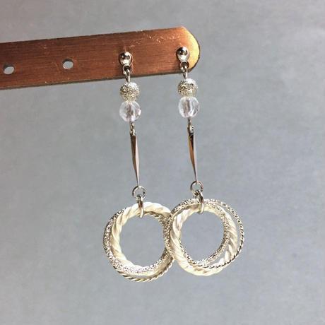 天然石水晶のデザインリングフープピアス/イヤリング silver