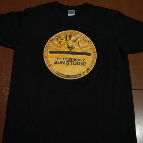 サン・スタジオ ロゴTシャツ