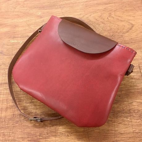 かわいい革のショルダーバッグ。