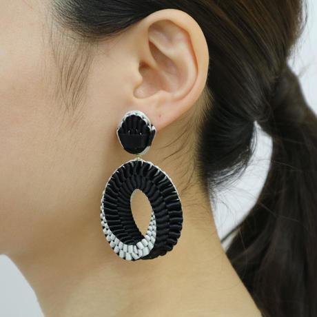 Mobius /  Pierced Earrings    Black ピアス
