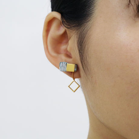 Cube / Crip on Earring Gray イヤリング