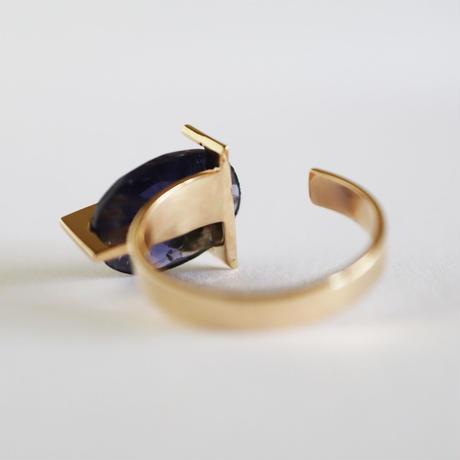 T ring / Iolite