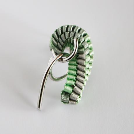 Chienowa / Clip on Earring Beige イヤリング(左耳用)