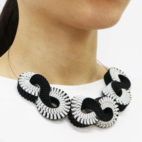 Mobius / Necklace Black