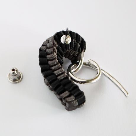 Chienowa / Pierced Earring Khaki ピアス(左耳用)