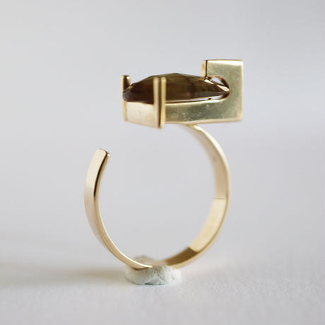 T ring / Andalusite