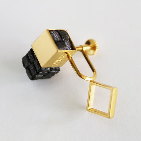 Cube / Crip on Earring Charcoal イヤリング