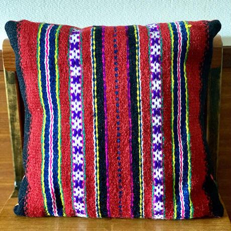 キフヌ島の手織りクッション