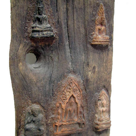 ブッダの古木アート  BUDDHA embedded in the old wood