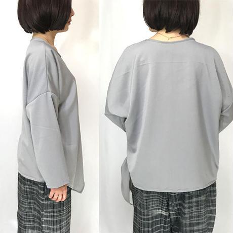 3L~4L、大きいサイズ、プラスサイズのポンチ素材のカシュクール着痩せトップス、ライトグレー