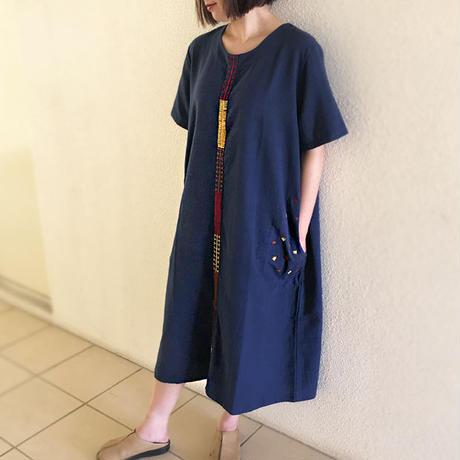 藍染め手織り綿、手挿し刺繍のゆったりワンピース、オールシーズン、草柄