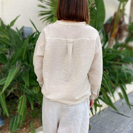 新色!2サイズ、体型カバー裾ねじりコットンクレープ長袖ブラウス、エクリュストライプ