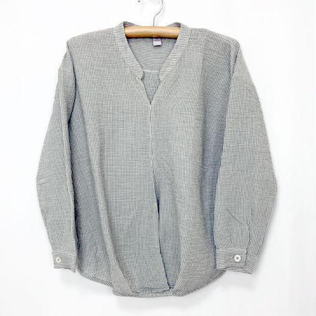 新色!2サイズ、体型カバー裾ねじりコットンクレープ長袖ブラウス、グレーストライプ