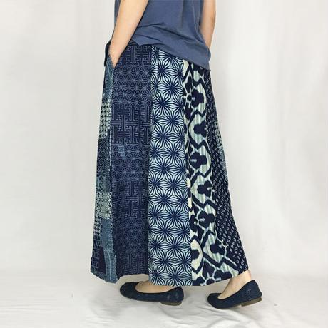 インディゴブルーの和柄パッチワークロングスカート、フリーサイズ