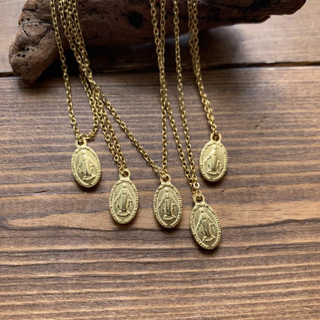 chibi medal gold necklace